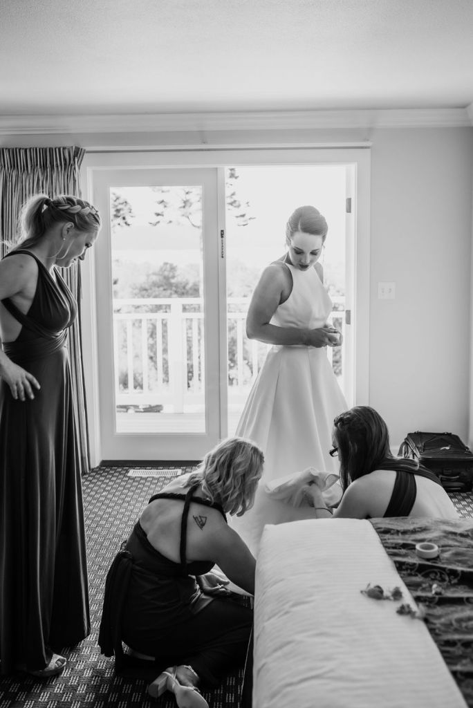wedding day preparations, bride and bridesmaids getting ready on wedding day