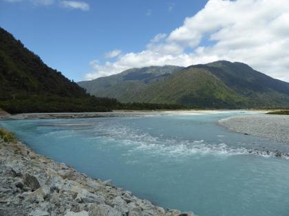 Lunch spot on the Whataroa River