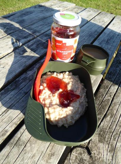 Breakfast porridge with jam