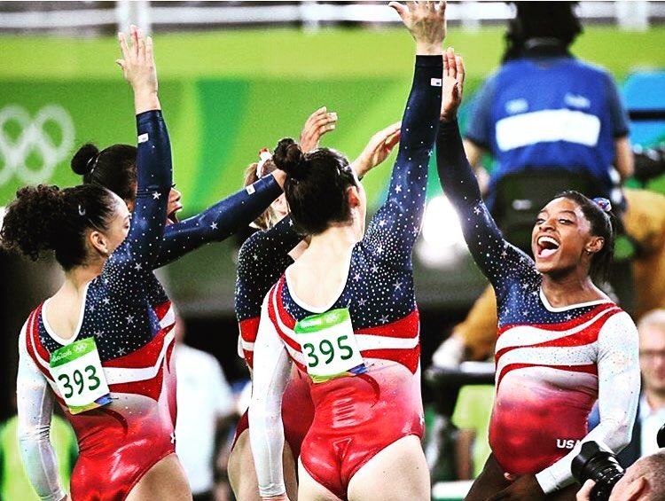 team usa gold tyrone smith gabby douglas aly raisman laurie hernandez laurie hernandez
