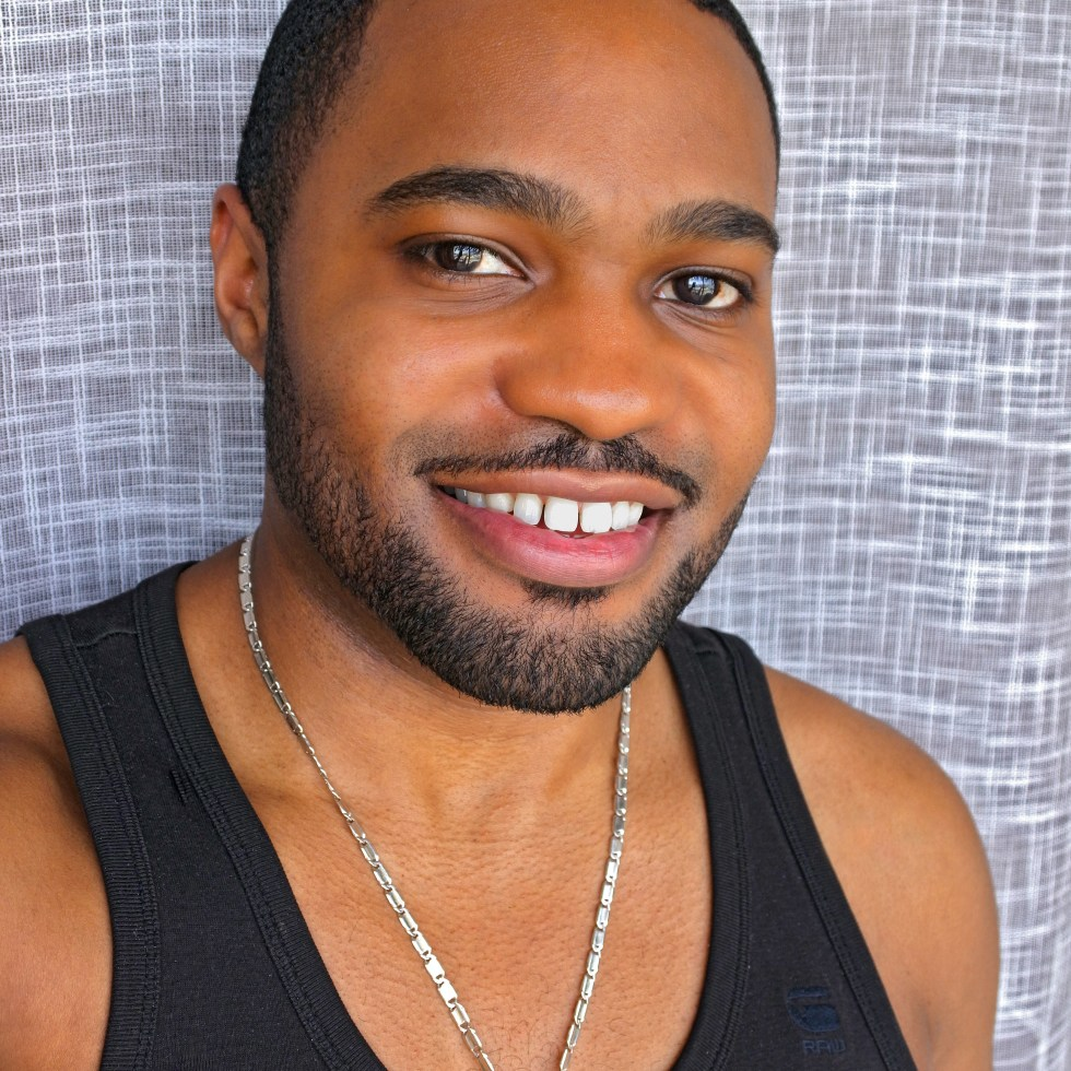 A smile to start the day from NYC home of celebrity music producer social influencer Tyrone Smith in G-star Raw tank