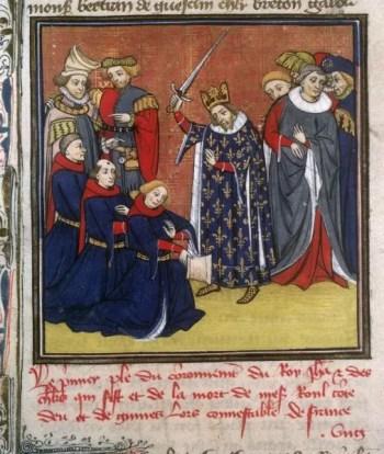 Pasowanie na rycerza na średniowiecznej miniaturze. Król w koronie i płaszczu heraldycznym z francuskimi złotymi liliami wznosi miecz nad głową. Przed nim klęczą trzej mężczyźni w jednakowych granatowo-czerwonych szatach. Po bokach króla dworzanie.