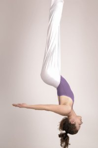 SC_FLY_YOGA_inversion