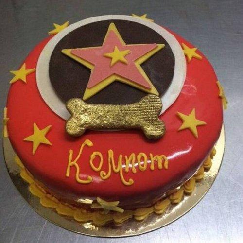 Иван Ургант получил в подарок торт для своей собаки