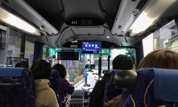 東京シャトル車内