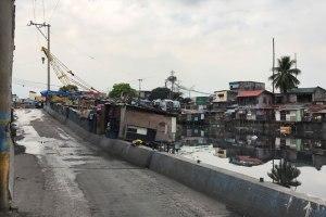 マニラ トンド地区 橋の下のスラム街