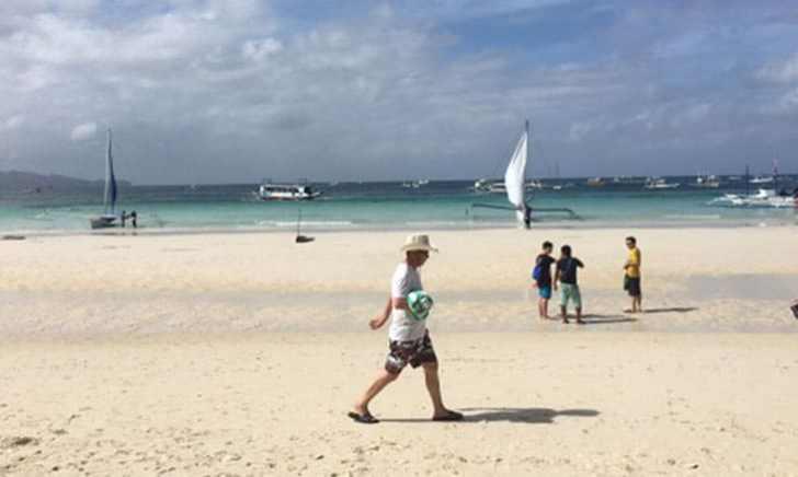 ボラカイ島 昼のホワイトビーチ