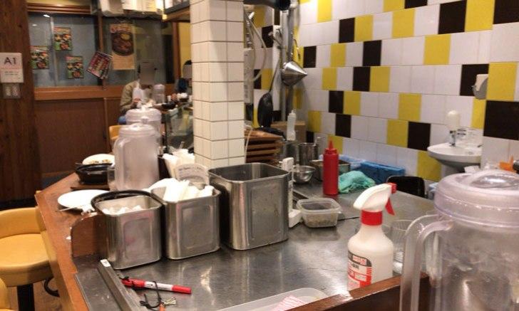 牛すじ煮込みカレー ホットスプーン 厨房