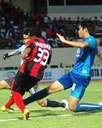 Lukas Mandowen - Persipura Jayapura (GOAL.com/Dominggus A Mampioper)