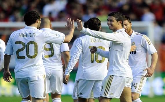 Cristiano Ronaldo, Gonzalo Higuaín - Osasuna vs Real Madrid