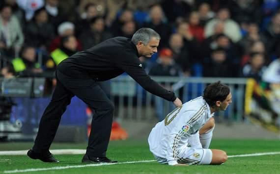 Jose Mourinho y Mesut Ozil