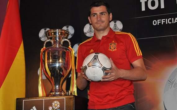 Iker Casillas, Real Madrid y selección de España, en presentación del balón Tango de Adidas de la final de la EURO 2012