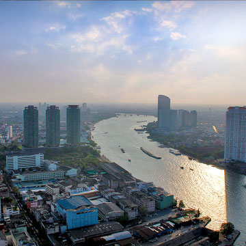 View over the Chao Phraya River from the Sathorn Unique Building © Sabrina Iovino | JustOneWayTicket.com