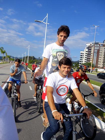 Vereador Ed usa bicicleta dobrável em pedalada. Foto: Fabiano Faga Pacheco.