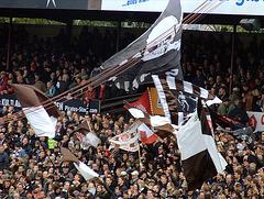 Flaggen auf Gegengerade