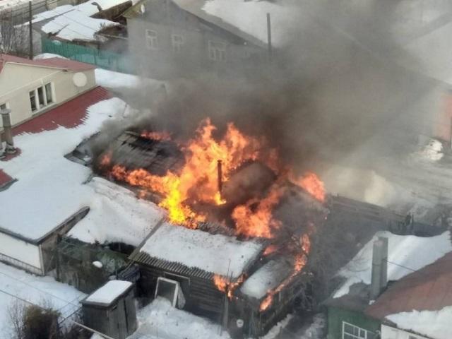 Крупный пожар едва не уничтожил частный сектор в Челябинске