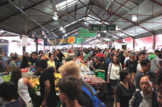Толпы в конце базарного дня
