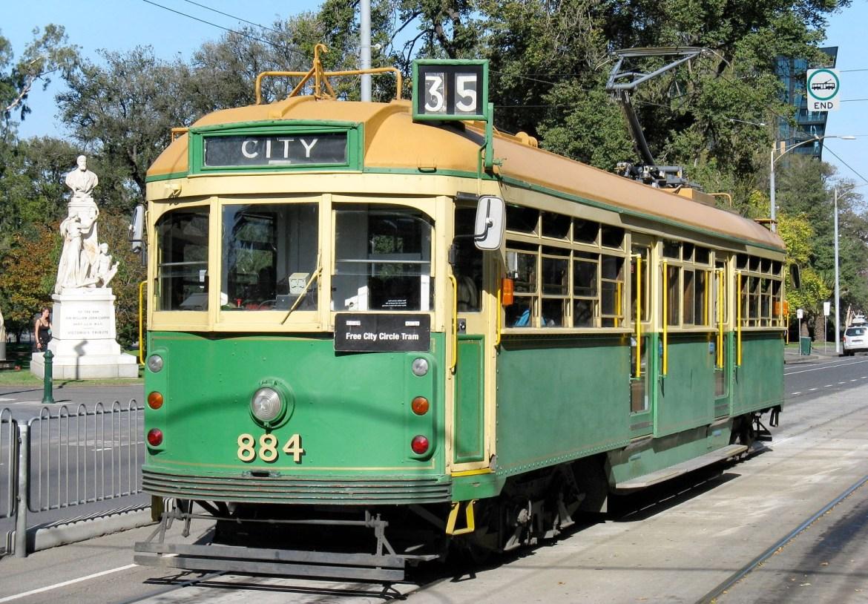 Старое поколение трамваев до сих пор на ходу. Бесплатный кольцевой маршрут по сити