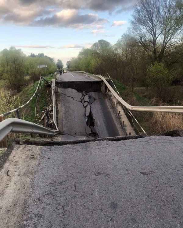 Путин разбомбил мост на трассе Луцк-Львов (ФОТО, ВИДЕО)