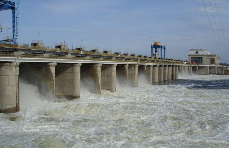 Каховська ГЕС веде плановий скид води (Відео)