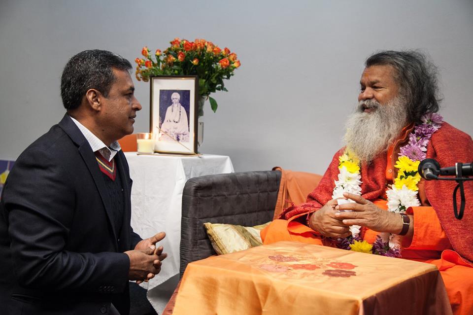 """Зустріч з Шрі Свамі Махешварананда, засновником """"Йога в повсякденному житті"""""""