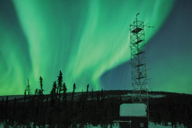 The JAMSTEC-IARC 17m research tower at the Poker Flat Research Range (northeast of Fairbanks) that Nakai uses to conduct research. In the background dance the northern lights, which drew Nakai back to Fairbanks. (Photo: T. Nakai)