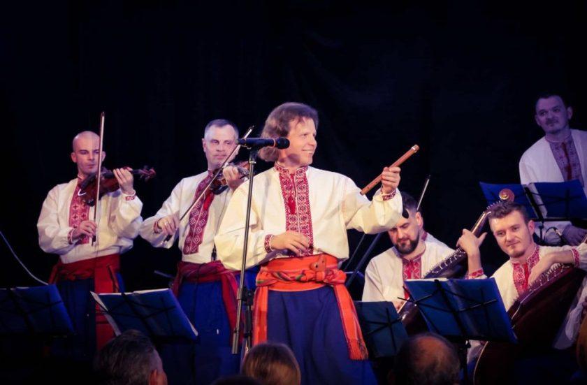 Заслужений артист України Олег Юнєєв під час виступу. Фото: прес-служба Хору