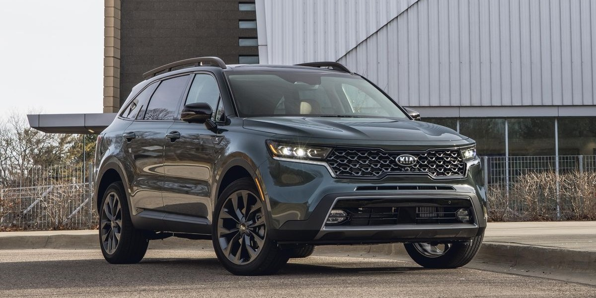 KIA India is planning to launch KIA Sorento by the first half of next year. At an online-only event, KIA officials made series of announcements. This includes a change of brand name, logo, slogan and a new vehicle by next year. It also hints toward the arrival of the new KIA Car.