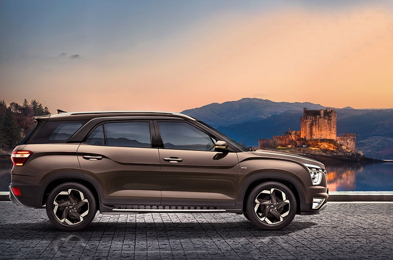 Hyundai Motors India limited finally officially revealed the images and some of the specifications of Hyundai Alcazar. With the images revealed it more looks like an extended version of Hyundai Creta.