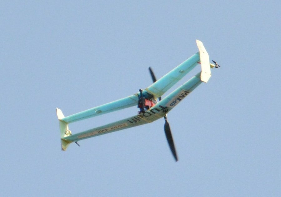 The delftAcopter is a biplane aircraft: