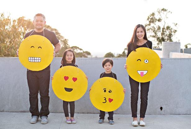 11-diy-emoji-costume-cardboard