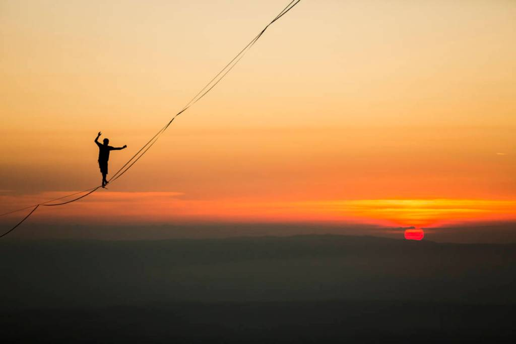 Ambiance Africaine Au Coucher De Soleil Sur Une Highline Au Moléson