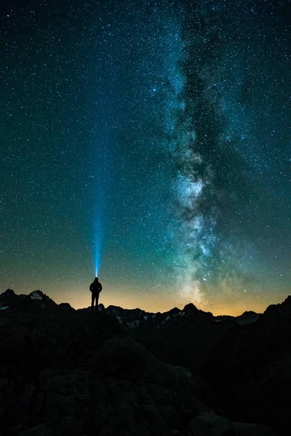 Julien Ferrandez Admire Les Étoiles Au Dessus Des Écrins