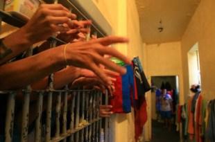 Medeiros Neto: Juíz manda soltar homicidas e estrupadores por falta de comida na cadeia