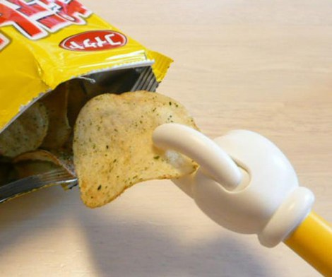 This Potato Chip Grabber Keeps Your Hands Clean While Snacking