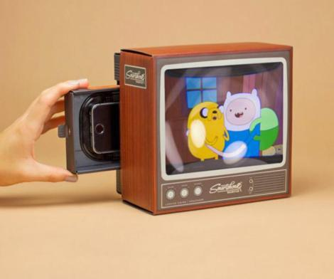 Smart Phone Magnifier Turns Your Screen Into a Retro Television