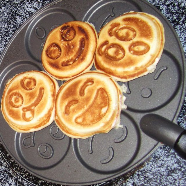 Smiley Face Emoji Pancake Pan