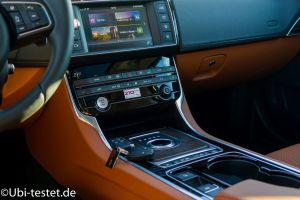 Jaguar XE 2.0d_033
