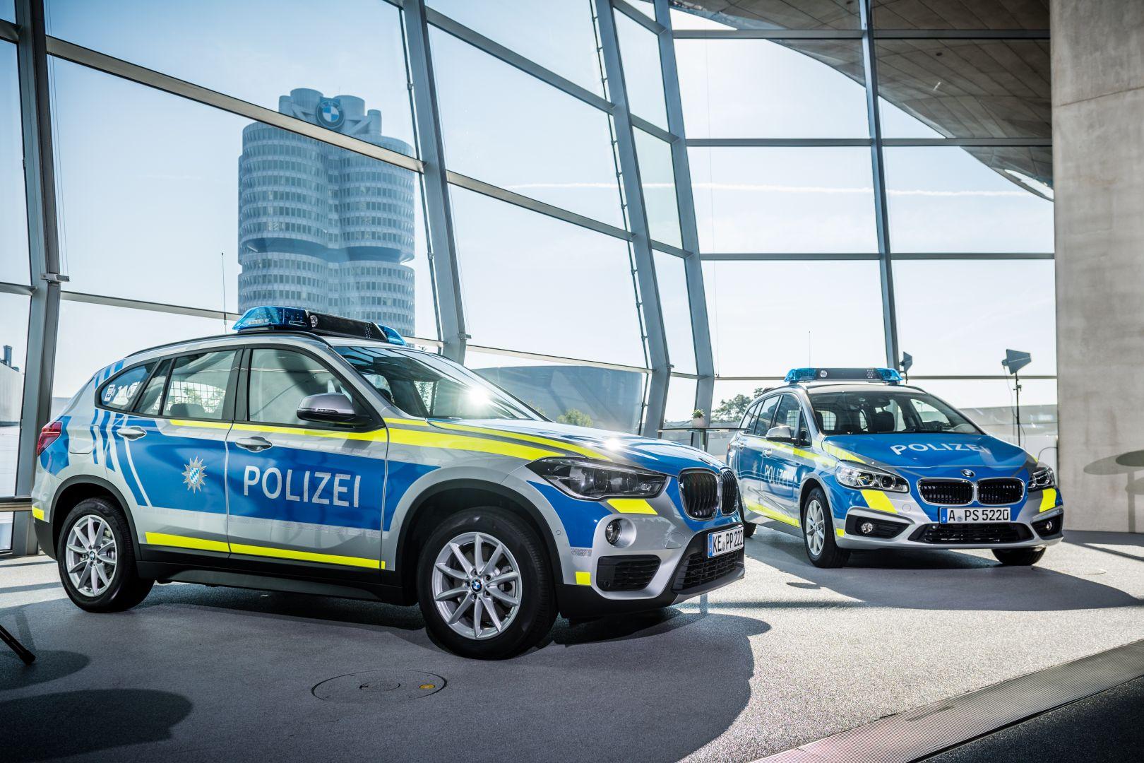bayerische polizei erh lt neue dienstwagen in neuer. Black Bedroom Furniture Sets. Home Design Ideas