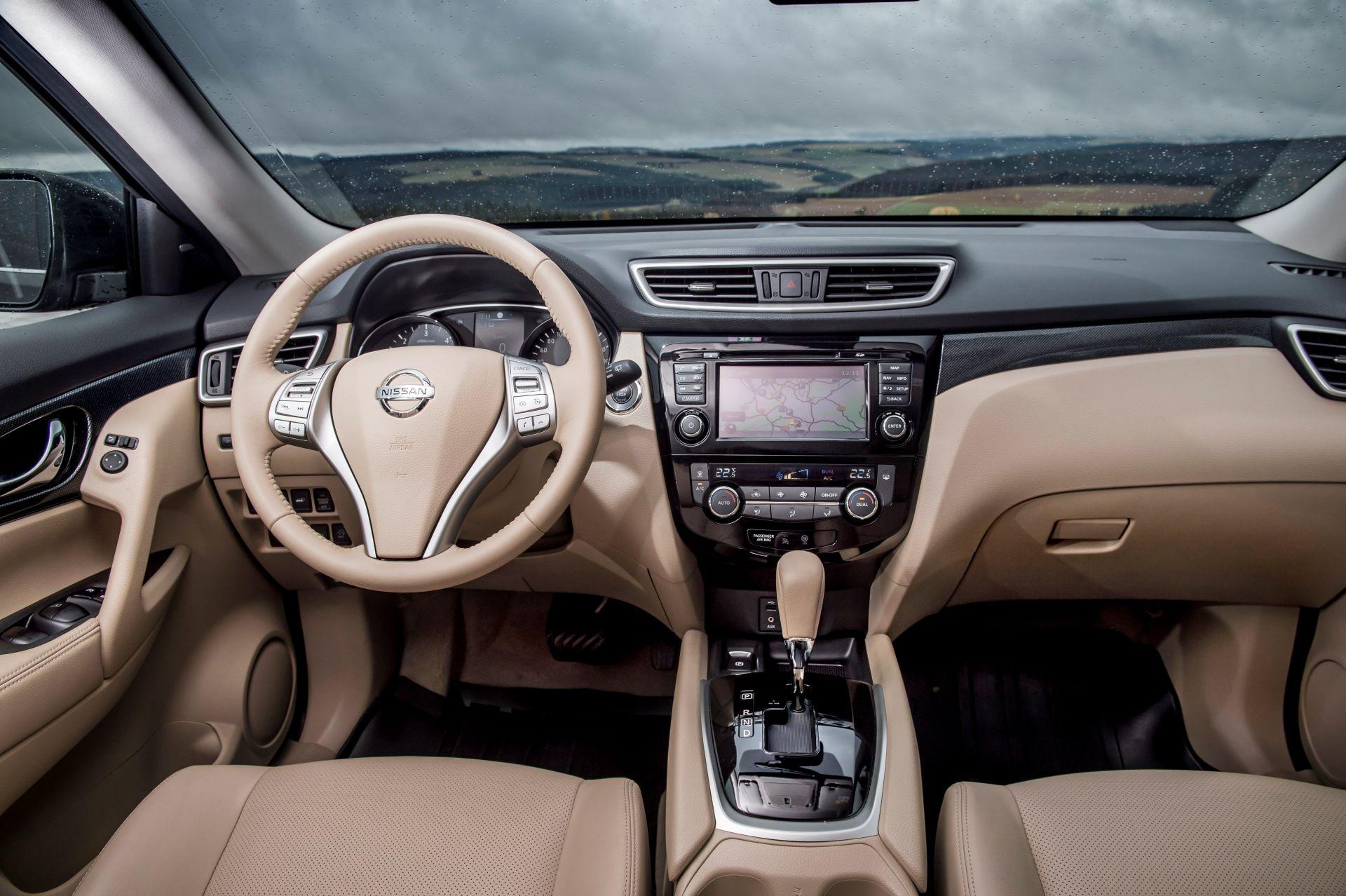 Nissan X-Trail Innenraum beige — Ubi Testet