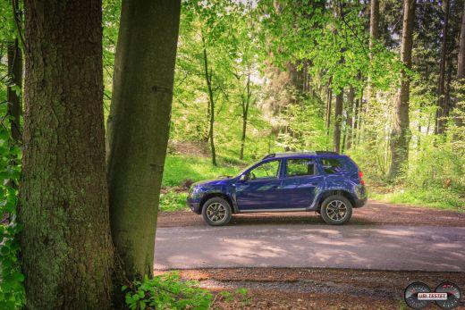 Seitenansicht Dacia Duster Kosmosblau metallic 2017