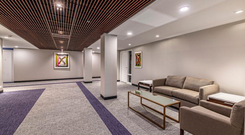 012-BLVD64-Hallway