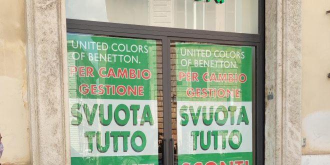 Il negozio Benetton di via dei Giubbonari a Roma