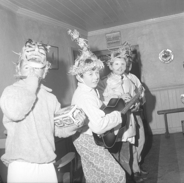 Dancing and singing Brídeoga from Kerry in 1974