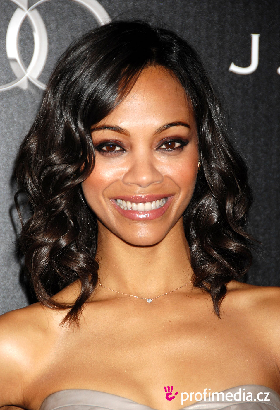 Try Short Hairstyles On Your Face Page 1