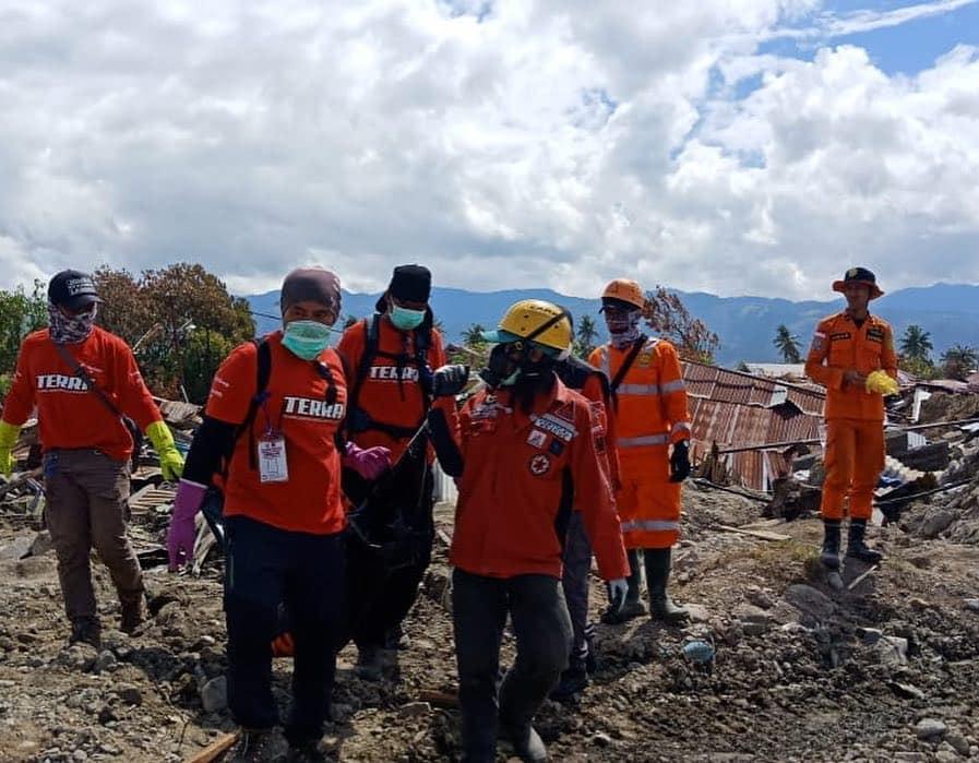 Tim TERRA saat evakuasi di Palu