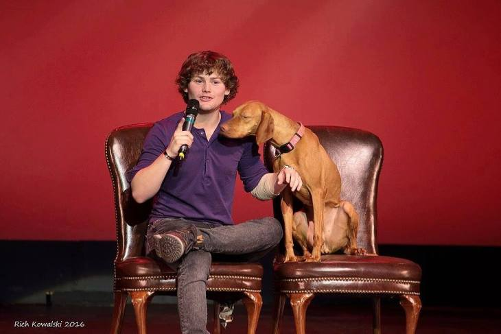 Drew Lynch and his dog Stella on the Main Stage (2016)