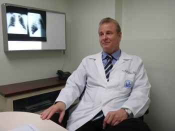 Dr. Pablo Cedeño, traumatólogo del Servicio Médico de la UCV.