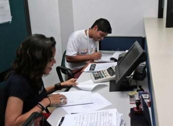 Empleados han ttriplicado sus labores para dar respuesta a la demanda de solicitudes