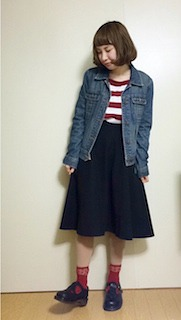 5デニムジャケット・Gジャン×黒フレアースカート×赤太ボーダーTシャツ